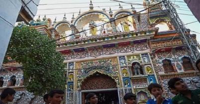 দিল্লিতে মন্দির পাহারায় মুসলিমরা মসজিদে হিন্দুরা