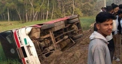 চবি'র বাস উল্টে ২৫ শিক্ষার্থী আহত