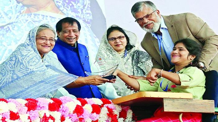 প্রধানমন্ত্রী শেখ হাসিনা ঢাকায় মিরপুরে ২৮তম আন্তর্জাতিক প্রতিবন্ধী দিবস ও ২১তম জাতীয় প্রতিবন্ধী দিবস-২০১৯ উপলক্ষে আয়োজিত অনুষ্ঠানে  -ছবি: সংগৃহীত