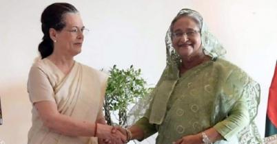 প্রধানমন্ত্রী'র সঙ্গে সোনিয়া গান্ধীর কুশল বিনিময়
